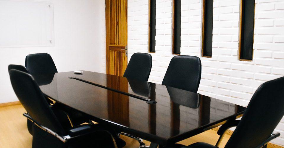 Стола в офиса… кое го прави необходим