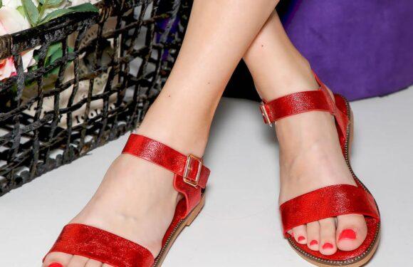 Три типа дамски сандали за горещото лято